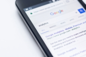 Google Analytics ist nur eines der Werkzeuge, das SEO-Spezialisten benutzen, um Firmen auf Seite 1 zu bringen.