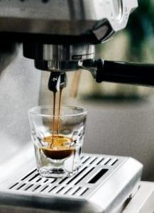 Einen Kaffee zubereiten und gleichzeitig Blogartikel anhören: Text-to-Speech macht's möglich!